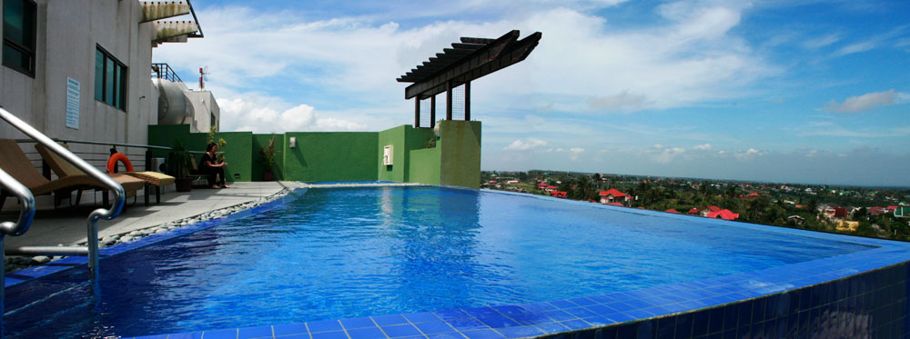 ONE TAGAYTAY PLACE SWIMMING POOL
