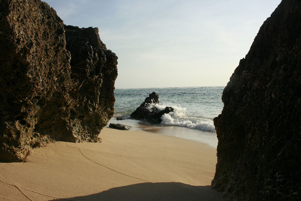 Intertidal rocks along Patar Beach_2