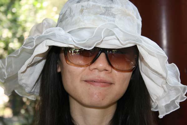 Ms. Evelyn ala Yoko Ono