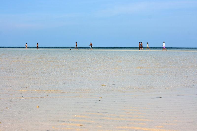 Lamon Bay. Cagbalete island. Follow the horizon