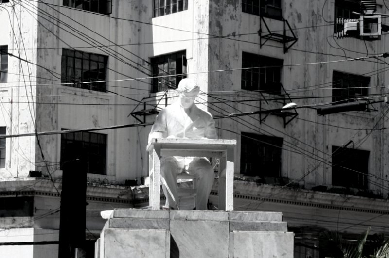 Jose Rizal and the old Gotiaoco building
