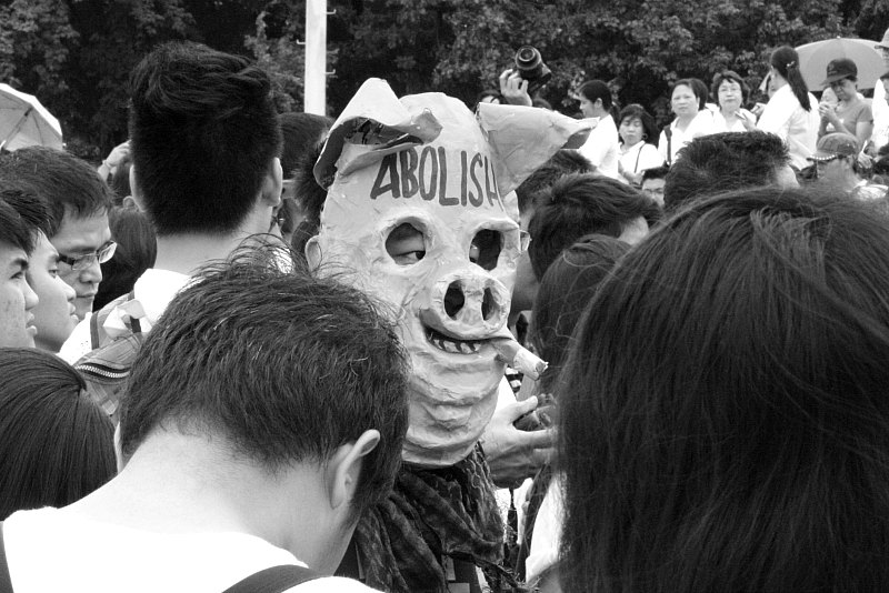 Porky mask among the crowd