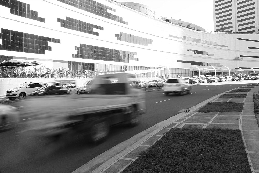 street photography Bonifacio Global City by Elmer Nev Corado Valenzuela