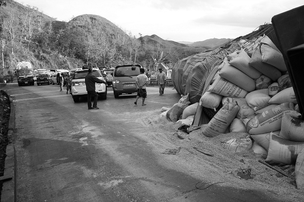 Dalton Pass accident trailer truck March 23 2014 by Elmer Nev Valenzuela