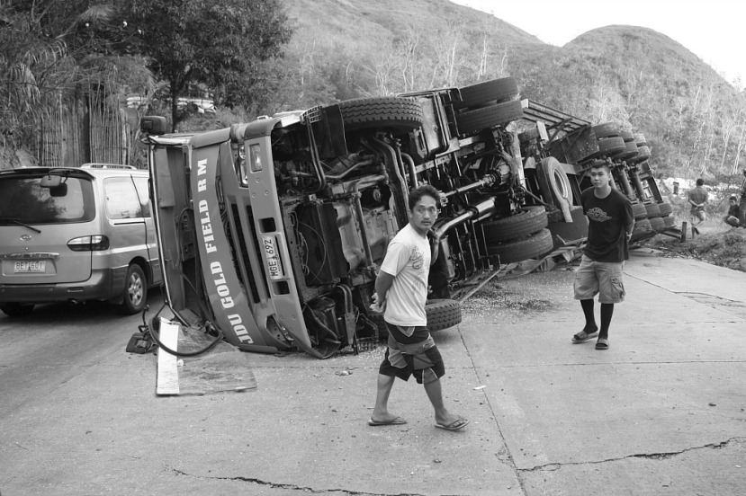 Dalton Pass accident trailer truck March 23 2014 by Elmer Nev Valenzuela