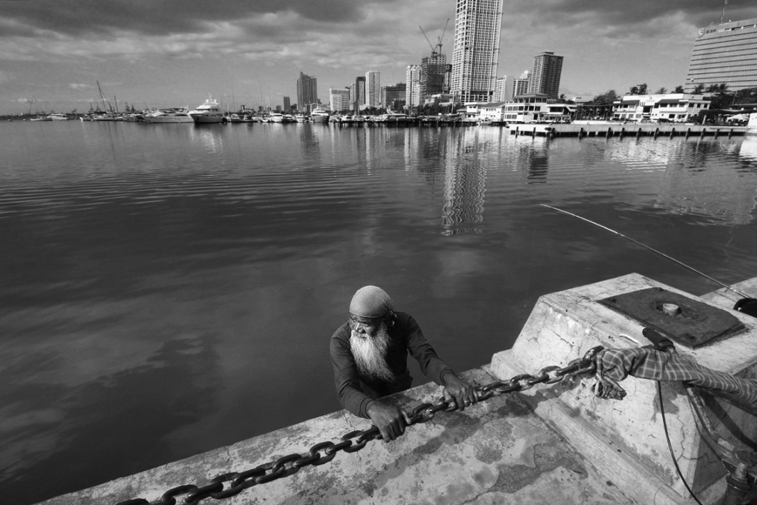bearded man in manila bay